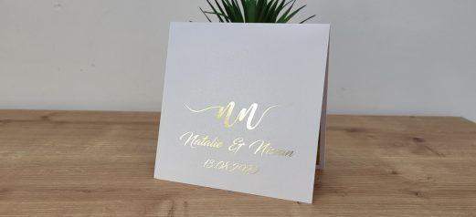 הזמנה נפתחת לחתונה לוגו שמות