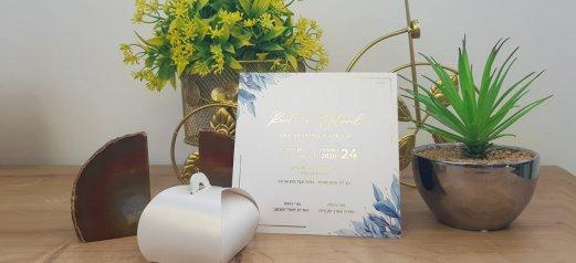 הזמנה לחתונה זהב עלים כחולים עדינים