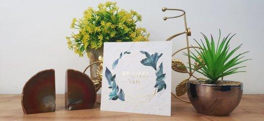 הזמנה לחתונה זהב שיש עלים כחולים