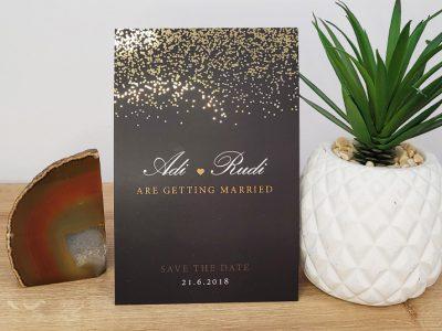 הזמנה לחתונה זהב על רקע שחור
